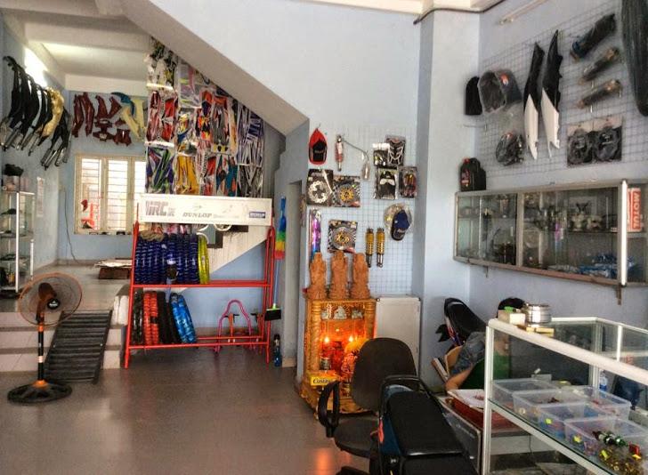 mở cửa hàng sửa và kinh doanh phụ tùng xem máy.jpg